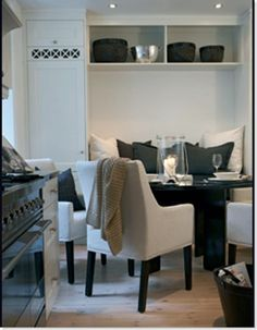 Dining in Kitchen Banquette Seating Small Kitchen Diner, Kitchen Dinning, Banquette Seating In Kitchen, Dining Nook, Kitchen Interior, Kitchen Design, Grey Interior Design, Decoration, Home Kitchens