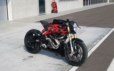SCM Sliver R | Inazuma café racer - SCM stand for Simone Conti Motorcycles. Sliver stands for fast. R stands for... Racing? Built in 2013 around a Buell XB12 and a custom trelly frame... Amazing.