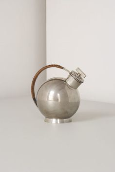 Sylvia Stave for C. cocktail shaker, silver and leather, Bauhaus, Sweden/Germany, (initially attributed to Marianne Brandt) Vintage Bar, Vintage Design, Charles Ray Eames, Bauhaus Design, Cafetiere, Tea Service, Art Deco Design, Beach House Decor, Tea Pots