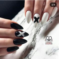 Semi-permanent varnish, false nails, patches: which manicure to choose? - My Nails Goth Nails, Edgy Nails, Grunge Nails, Stylish Nails, Swag Nails, Edgy Nail Art, Goth Nail Art, Fancy Nails, Acrylic Nails Coffin Short