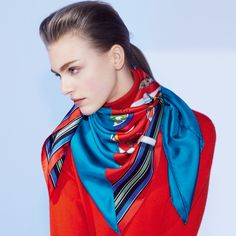 Hermes launches a fashion website dedicated to how to tie a scarf. Fashion Articles, Fashion Tips, Fashion Fashion, Scarf Knots, How To Wear Scarves, Neck Scarves, Up Girl, Square Scarf, Carolina Herrera