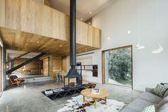 Dawes Road House by Moloney Architects (13) Combinatie houten ramen, grijze gietvloer, wit en hout Zeer toepasbaar in eigen project