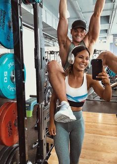 Louise Thompson Workout Routine and Diet Plan. Louise Thompson's abs are her strongest but arms are her weakness. Fitness Goals, Fitness Tips, Fit Couples, Fitness Couples, Louise Thompson, Fitness Inspiration, Body, Fit Women, Boyfriend