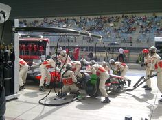 Pitstop for Checo - 2013 Bahrein GP race
