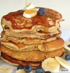 These Whole-Grain Banana Blueberry Pancakes are SO GOOD!! #healthy #breakfast