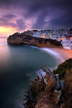 By the sea - Beautiful view on the beach at sunset in Carvoeiro, Algarve, Portugal. Algarve, Praia Do Carvoeiro, Monuments, Ornos Beach, Hiking Norway, Travel Around The World, Around The Worlds, Bon Plan Voyage, Norway Fjords