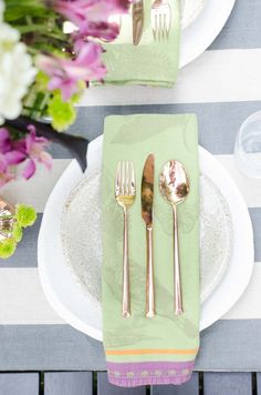 Purple and green fall table setting on @thouswellblog