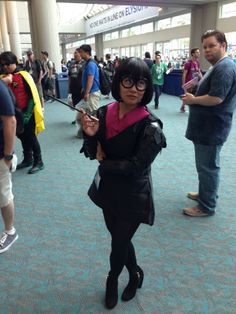 Edna Mode from the Incredibles. #Costumes #Cosplay #Pixar #EdnaMode # Incredibles