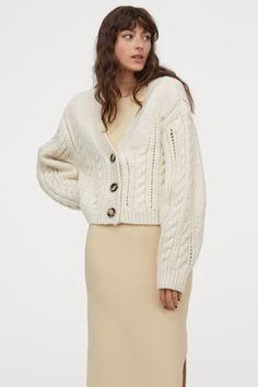 cozy-jumper-dress-scandinavina-style-fashion-autumn-nordic Ribbed Knit Dress, Cable Knit Cardigan, Cropped Cardigan, Cardigan En Maille, Lined Denim Jacket, Bastilla, Casual Fall Outfits, Fashion Company, Mannequin
