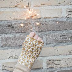 Met dit gratis #breipatroon #brei je eenvoudig deze leuke #polwarmers   #breien #wol #handschoenen #polswarmer #handschoen #winter #sneeuw #gratispatroon