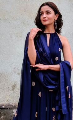 Whether you prefer an open neck or a fully covered neck, the right pattern can elevate your look and here are some of the latest churidar neck designs with images for inspiration. Churidar Neck Designs, Kurta Neck Design, Kurta Designs, Blouse Designs, Indian Attire, Indian Ethnic Wear, Indian Girls, Ethnic Outfits, Indian Outfits