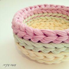 עושה עיניים Crochet basket