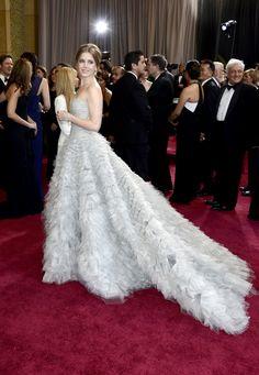 Los vestidos más bonitos de la historia de los Oscar que se han visto sobre  la alfombra roja de los premios. Look celebrity 66cc8b4c9262d