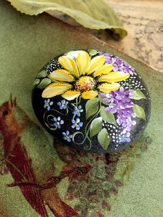 Painted Rock, California Beach Rock , Paperweight, Daisy Rock - Things I love - Rock Painting Patterns, Rock Painting Ideas Easy, Rock Painting Designs, Pebble Painting, Pebble Art, Stone Painting, Painting Flowers, Stone Crafts, Rock Crafts
