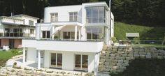 Edle Villa am Hang mit Blick auf allen Ebenen