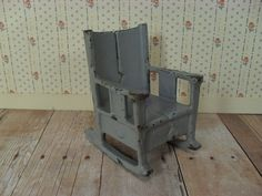 The Kilgore Mfg Company made dollhouse furniture in the 1920s and 30s. It is sturdily made of cast iron with riveted and tack welded construction and