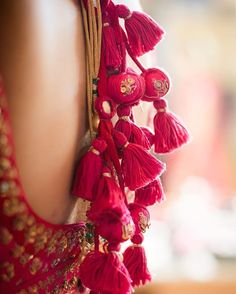 The ultimate list of gorgeous Lehenga and Blouse Latkan designs that are ruling the internet. From tassels to pom-pom designs, choose not just one but more. Blouse Lehenga, Saree Blouse Patterns, Lehenga Choli, Blouse Dress, Sarees, Saree Tassels Designs, Blouse Neck Designs, Textiles, Fabric Jewelry