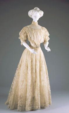 EVENING DRESS: BODICE AND SKIRT  1907-1908