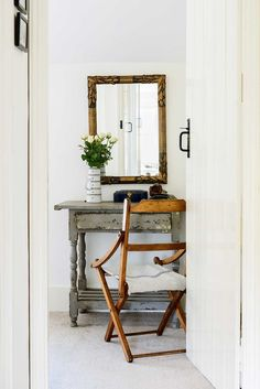 An uplifting palette of neutrals and a fine collection of antique and vintage furniture make Bethan Lewis-Powell's Cotswold cottage a comfortable, stylish retreat Victorian Cottage, Rustic Cottage, Shabby Cottage, Cottage Style, English Country Style, Country Chic, Cosy Kitchen, Period Living, European House
