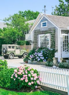 Summer, Biscuits, and Running, kieljamespatrick: Nantucket, Massachusetts Pretty Beach House, Beautiful Beach Houses, Beautiful Homes, Nantucket Cottage, Nantucket Island, Nantucket Style Homes, Nantucket Beach, Seaside Style, Coastal Style