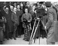 Rare sighting of a smiling Eamon de Valera by National Library of Ireland on The Commons Ireland 1916, Ireland Map, Ireland Travel, Rare Photos, Vintage Photos, Cool Photos, Irish Independence, Irish People, Irish Pride
