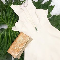 Summer whites  The LIV Clutch  Shop the look currently @LennoxAndLane.  #MadlyYoursCollection #MadlyYours #bagoftheday #baglover #instastyle #ootd #ootn #leathercraft #leatherbag #leathergoods by madlyyourscollection #tailrs