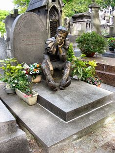 Tombstone of Vaslav Nijinsky in Montmartre Cemetery in Paris, showing year of birth as 1889. The statue, donated by Serge Lifar, shows Nij...