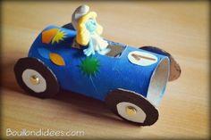 Que faire vos rouleaux de papier de toilette ? Les recycler en petits bolides de courses ! Leur taille est parfaite pour des Playmobil et autres figurines.