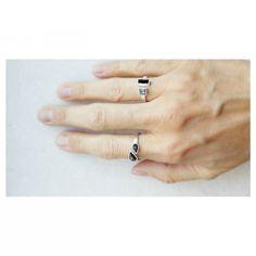 Bom dia com uma mão cheia de novidades :)  Anel gotas black e anel quadrado com baguete  #anel #swarovski #design #moda