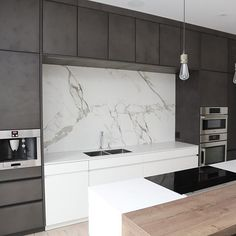Let yourself be inspired by these amazing #contemporarykitchens! #KitchenDesignIdeas #KitchenLighting #midcentury #uniquelamps #interiodesign