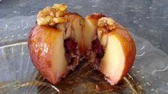 Manzana horneada con corazón de nueces, miel, y arándanos macerados en brandy