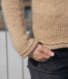 Nutmeg top down pullover. Apparently a very quick knit for the coming fall. Also, it's a free pattern! Sweater Knitting Patterns, Knitting Yarn, Knit Patterns, Free Knitting, Yarn Projects, Knitting Projects, Quick Knits, Knit Picks, Drops Design