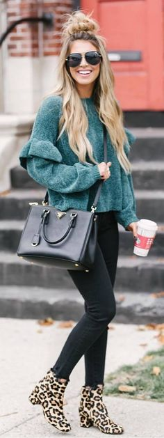 fashionable winter outfit idea : green sweater + bag + black skinnies + boots