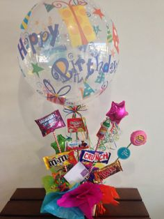 A funny candy bouquet. a balloon with your favorites candies Birthday Party Centerpieces, Party Favors, Birthday Candy, Birthday Parties, Funny Candy, Balloon Gift, Candy Bouquet, Favorite Candy, Ideas Para Fiestas