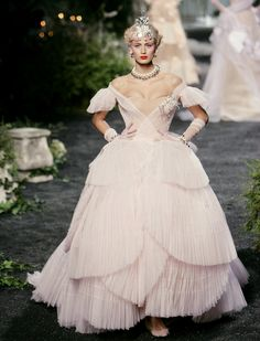 Coming out Stunnin! Christian Dior haute couture f/w 2005