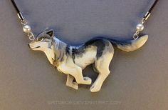 Running Wolf Necklace by Gatobob Cute Polymer Clay, Cute Clay, Polymer Clay Crafts, Polymer Clay Jewelry, Wolf Jewelry, Animal Jewelry, Cute Jewelry, Jewelry Accessories, Jewlery