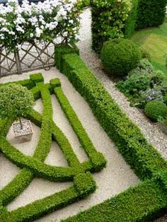 Boxwood Garden More Designer Landscaper Garden Design Project Management Bath Bristol UK Steven Kelvin A Southampton Home Decorated by Bunny Williams A lovely parterre ga. Boxwood Garden, Garden Hedges, Topiary Garden, Garden Landscaping, Formal Gardens, Outdoor Gardens, Cool Landscapes, Beautiful Landscapes, Formal Garden Design