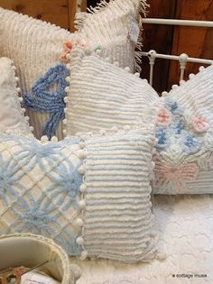 Sewing Pillows vintage chenille into pillows.A Cottage Muse Shabby Chic Pillows, Vintage Pillows, Vintage Textiles, Shabby Chic Furniture, Vintage Embroidery, Vintage Sewing, Embroidery Designs, Upcycled Vintage, Vintage Décor