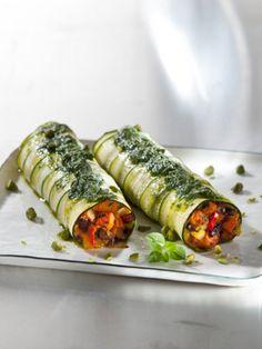 Zucchiniloni mit Kürbis-Oliven-Füllung und Basilikum-Öl - Rezept