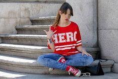 La vie en Rouge : HERO t-shirt! White Keds, Zara, T Shirt, Graphic Sweatshirt, Pull N Bear, Sweatshirts, Outfit, Blog, Sweaters