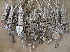 ❥ Vintage Fleur De Lys Hinge Necklace
