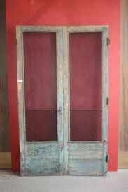 Build frame from pallet wood, then fill the opening with chicken wire over fabric over Styrofoam? Double Screen Doors, Front Door With Screen, Diy Screen Door, Screened Porch Doors, Front Porch, Outdoor Classroom, Outside Living, Antique Doors, Diy Recycle
