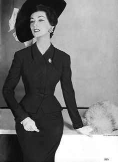 Model Dovima in a ravishing black dress and jacket with the perfect matching hat - 1950s #50sfashion #1950sdress #dovima