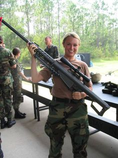US female soldier with cal sniper rifle (Barrett). She is definitely not a sniper but it's a cool pic. Big Guns, Cool Guns, Weapons Guns, Guns And Ammo, Fire Powers, Female Soldier, Army Soldier, Military Women, Military Girlfriend