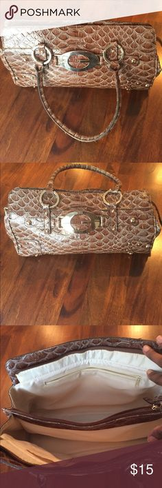 GUESS Purse GUESS PURSE. Excellent Condition. Color: Brown. Guess Bags