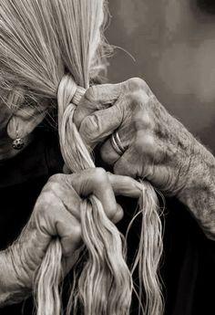 Kobiety mojego życia: B jak Babcia Katon Najmłodszy https://katonnajmlodszy.wordpress.com/2015/01/20/kobiety-mojego-zycia-b-jak-babcia/