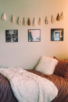 46 dorm room inspiration decor ideas for college 16 - Each of us has different ., 46 dorm room inspiration decor ideas for college 16 - Each of us has different ., Schlafzimmer Design f. Dorm Room Crafts, Cool Dorm Rooms, Dorm Room Setup, Dorm Room Themes, Dorm Room Colors, Dorm Room Art, Nice Rooms, Wall Colors, Minimalistic Room