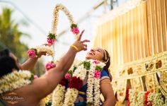 Indian Tamil Iyer wedding. Malai Maathal ceremony where the couple compete to garland each other. Photography by Wedding Memoirs