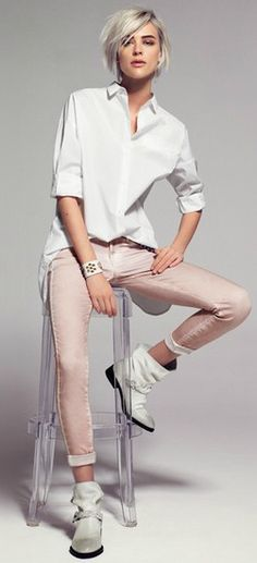 Yum, super chic and casual! Androgynous Fashion, Tomboy Fashion, Fashion News, Fashion Models, Boyish Fashion, Fashion Photo, Tomboy Chic, Lace Jeans, Pink Jeans