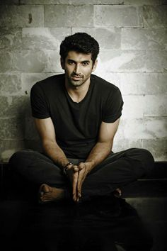 Aditya Roy Kapoor. My latest Bollywood crush!